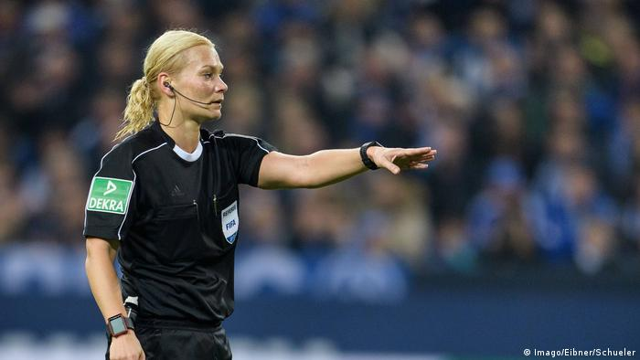 Fußball FC Schalke 04 v 1. FSV Mainz 05 - 1. Bundesliga Schiedsrichterin Bibiana Steinhaus (Imago/Eibner/Schueler)