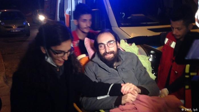Türkisches Gericht entlässt Hunger Streikenden Lehrer Semih Özakça