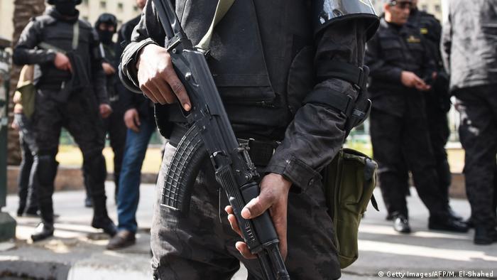 Ägypten Cairo - Ägyptische Polzizeieinheiten bewachen den Tahrir Platz in Kairo (Getty Images/AFP/M. El-Shahed)