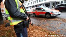 Polizisten und Rettungskräfte an einem der Tatorte