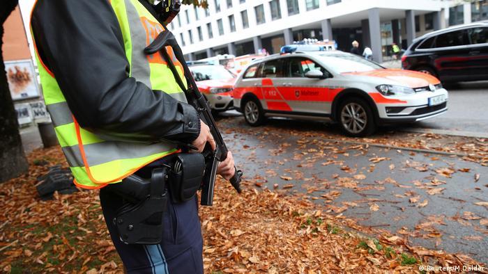 Polícia reforça segurança na região da praça Rosenheimer Platz em Munique