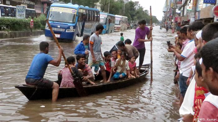 Bangladesch Überflutungen nach Regenfällen (DW/S. Kumar)