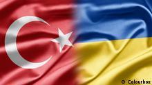 Symbolbild türkische und ukrainische Flaggen