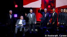 21.10.2017 Five former U.S. presidents, Jimmy Carter, George H.W. Bush, Bill Clinton, George W. Bush, and Barack Obama attend a concert at Texas A&M University benefiting hurricane relief efforts in College Station, Texas, U.S., October 21, 2017. REUTERS/Richard Carson