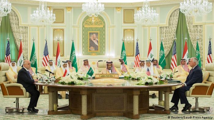 Saudi-Arabien Treffen von König Salman mit US-Außenminister Rex Tillerson und irakischer Ministerpräsident Haider Al-Abadi