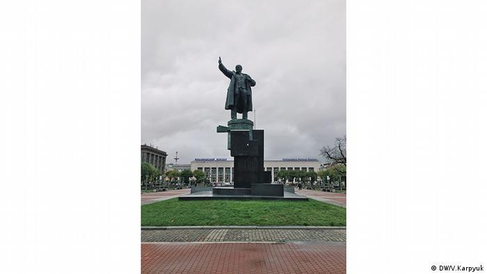 Но самый знаменитый памятник Ленину в Санкт-Петербурге - это памятник у Финляндского вокзала.