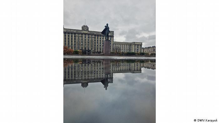 Самый большой монумент вождю Октябрьской революциина Московской площади