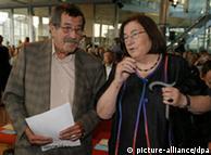 کریستا ولف در کنار گونتر گراس در سال ۲۰۰۸