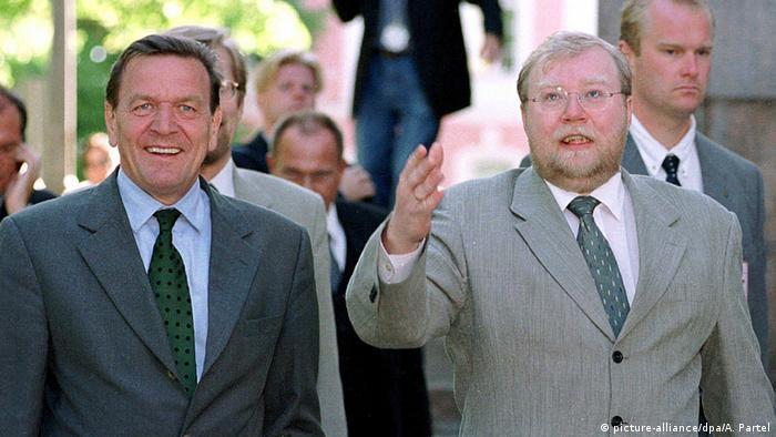 Март Лаар (справа) и Герхард Шрёдер