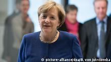 Deutschland Bundeskanzlerin Angela Merkel bei der Sitzung der Bundestagsfraktion von CDU und CSU in Berlin