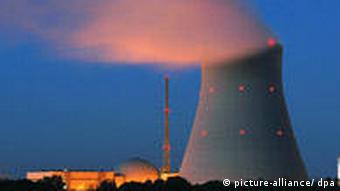Kühlturm des Kernkraftwerks Isar in Bayern (Foto: dpa)