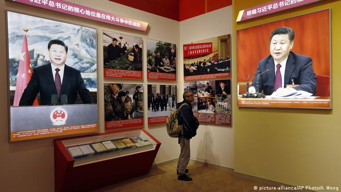China Ausstellung Xi Jinping (picture-alliance/AP Photo/A. Wong)