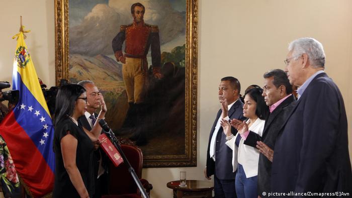 Venezuela Caracas Vereidugung von Gouverneuren (picture-alliance/Zumapress/E]Avn)