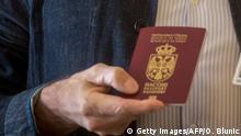 Serbien Ralph Fiennes mit serbischem Pass (Ausschnitt)