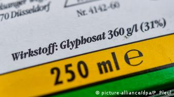 A German pesticide label states that glyphosate is the active ingredient