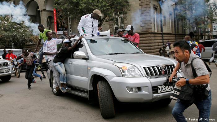 Até agora, 65 pessoas morreram em confrontos com a polícia no Quénia