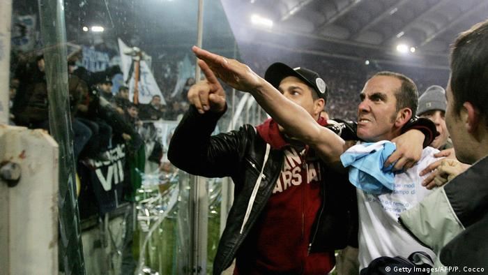 Italien Fußball Paolo di Canio mit Faschisten-Gruß (Getty Images/AFP/P. Cocco)