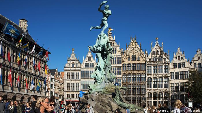 Belgien Antwerpen Brabobrunnen (picture-alliance/Sergi Reboredo)