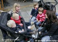 Молодые мамы с детьми