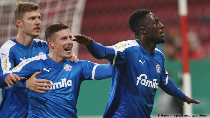 Deutschland 1. FSV Mainz 05 v Holstein Kiel - DFB-Pokal | Kingsley Schindler