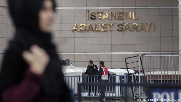 Türkei Prozessauftakt gegen Steudtner in der Türkei (picture alliance/dpa/AP/E. Gurel)