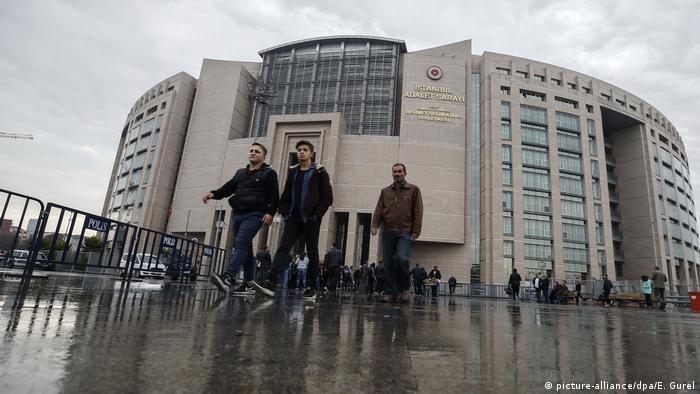 Будівля суду в Стамбулі, де 25 жовтня розпочався процес над Петером Штойдтнером