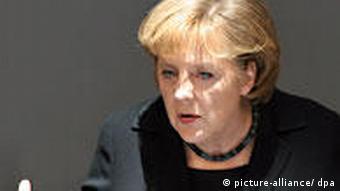 Deutschland Bundeskanzlerin Angela Merkel im Bundestag