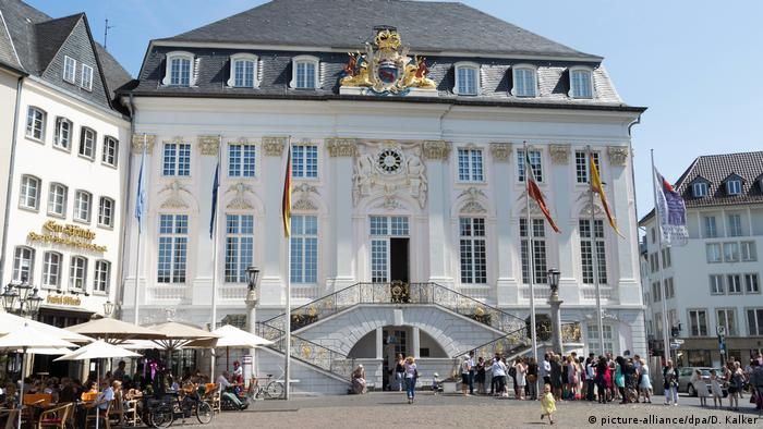 Bonn Altes Rathaus (picture-alliance/dpa/D. Kalker)