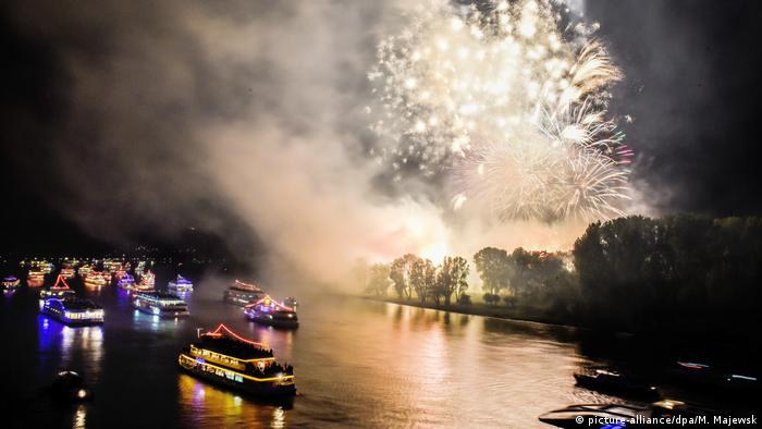 Bonn Rhein in Flammen (picture-alliance/dpa/M. Majewsk)