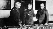 German General Headquarters. General von Hindenburg, Kaiser Wilhelm II, and General Ludendorff. World War I. January 1917. | Keine Weitergabe an Wiederverkäufer.