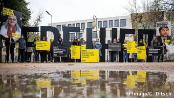 Amnesty protest in Berlin (Imago/C. Ditsch)