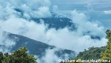 South America, Latin America, Peru, Amazonia, Manu, National Park, UNESCO, World Heritage, looking down from the andes into the cloud forest towards amazonia | Verwendung weltweit