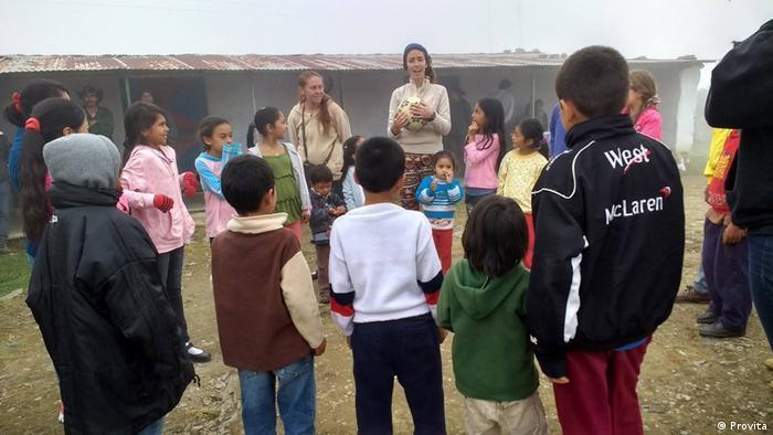 Liberan en Venezuela a detenidos de ONG que llevaría más de 100 niños a Perú