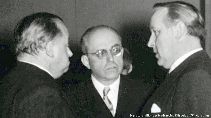 Photo of three men, one of them Hildebrand Gurlitt (Photo: picture-alliance/Stadtarchiv Düsseldorf/W. Margulies)