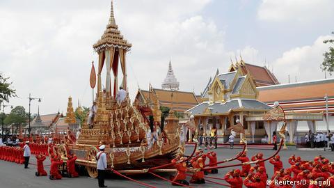 beerdigung thailändischer könig