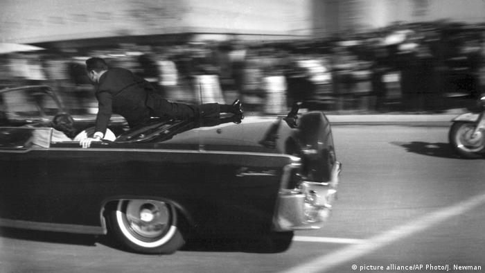 USA JFK Dokumente - Ermordung Kennedys in Dallas (picture alliance/AP Photo/J. Newman)