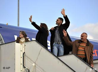 Iraqi refugees wave from the plane in Hanover