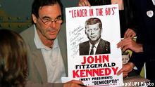 USA JFK Dokumente - Oliver Stone signiert Plakat von John F. Kennedy
