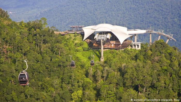 Malaysia Seilbahn zum Berg Mat Chincang (picture-alliance/Arco Images/A. Rose)