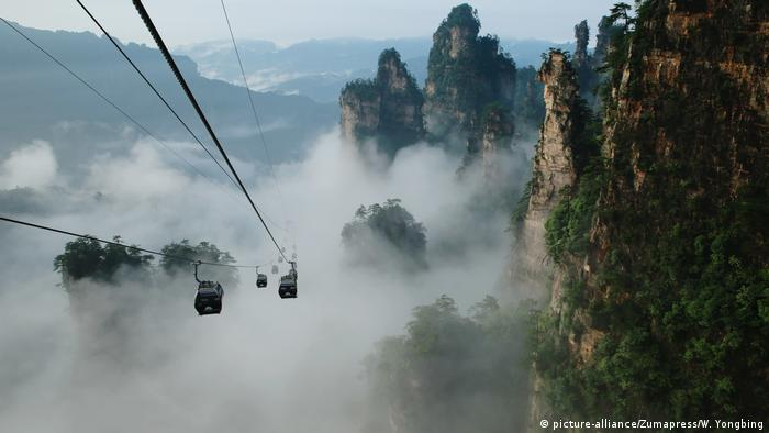 China Seilbahn zum Berg Tianzi (picture-alliance/Zumapress/W. Yongbing)