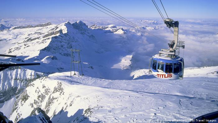 Schweiz Seilbahn am Berg Titlis (picture-alliance/Global Travel Images)