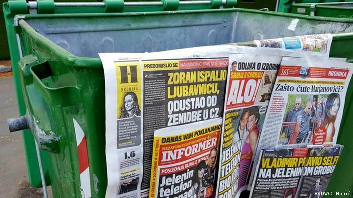 Tabloidi na kontejnru za smeće u Srbiji