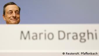 Ο Μάριο Ντράγκι ανακοίνωσε την παράταση του προγράμματος αγοράς ομολόγων έως τον Σεπτέμβριο του 2018 με ψαλιδισμένα κεφάλαια