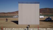 USA San Diego - Prototyp geplanter Mauer zu Mexiko