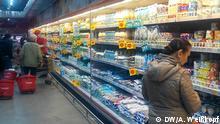 Agrarproduktion ( Fleisch, Obst und Gemüse, Milchprodukte) aus Kirgisien an den kasachischen Märkte und in Supermärkte, Oktober 2017, Alma-Aty, Kasachstan. Alle Rechte gehören DW Korrespondent Anatoly Weißkopf und wurden freigegeben.