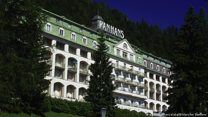 A photo of the Panhans hotel (picture-alliance/akg/Bildarchiv Steffens)
