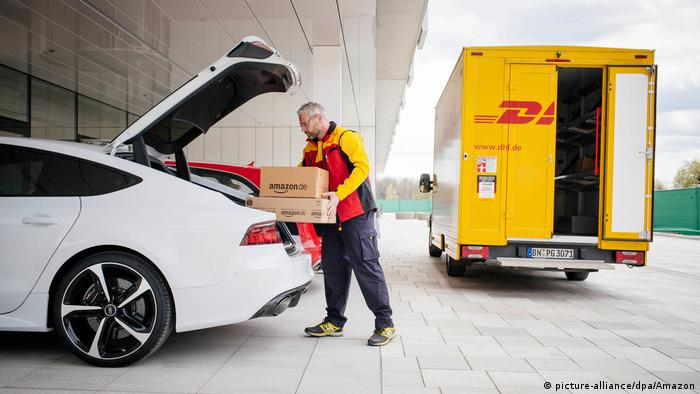 Amazon Zustellung in Kofferraum, Kooperation Audi (picture-alliance/dpa/Amazon)