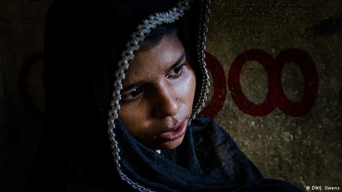 Rohingya girl crying