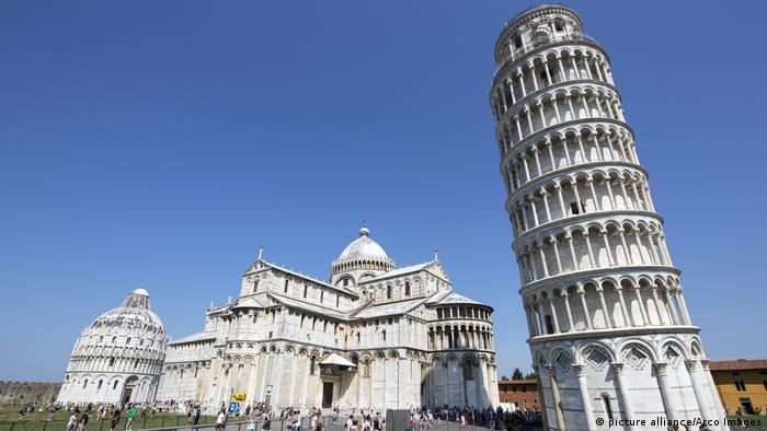 Celebrity Beauty: The leaning tower of Pisa (describe alliance/Arco Photography)