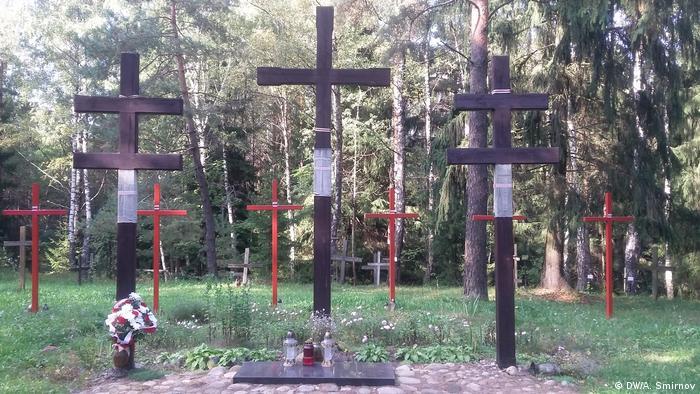 Памятные кресты в Куропатах на месте захоронения жертв сталинских репрессий (фото из архива)